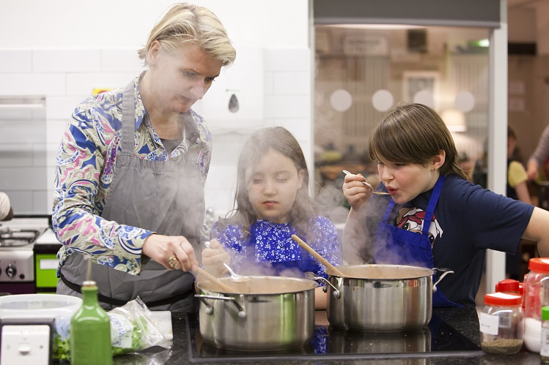 Children cooking with mum, Central Street Cookery School. FareShare